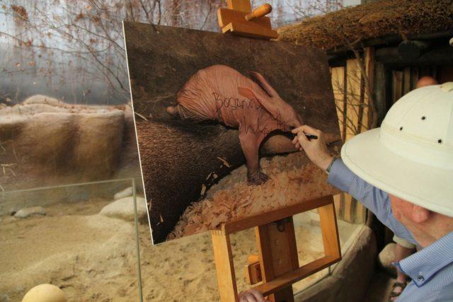Malého hrabáče do opravdového zvířecího života vyprovodil cestovatel Miloslav Stingl