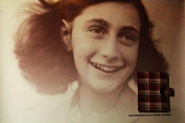 Vernisáž výstavy o Anne Frank ve Vrchlabí
