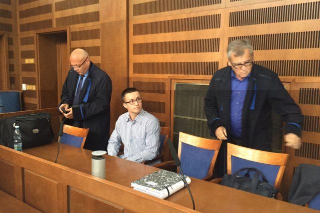 Krajský soud v Hradci Králové znovu řeší případ Lukáše Nečesaného. Je obžalovaný z pokusu vraždy kadeřnice | foto: Ondřej Vaňura,  Český rozhlas