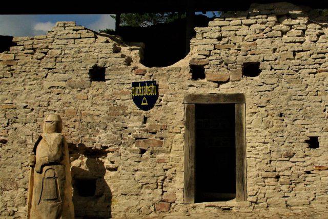 Vstup do purkrabství na hradě Vízmburk