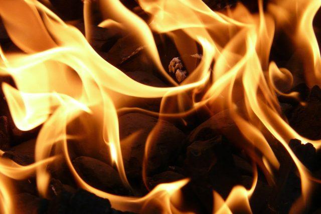 Plameny a oheň (ilustrační foto)