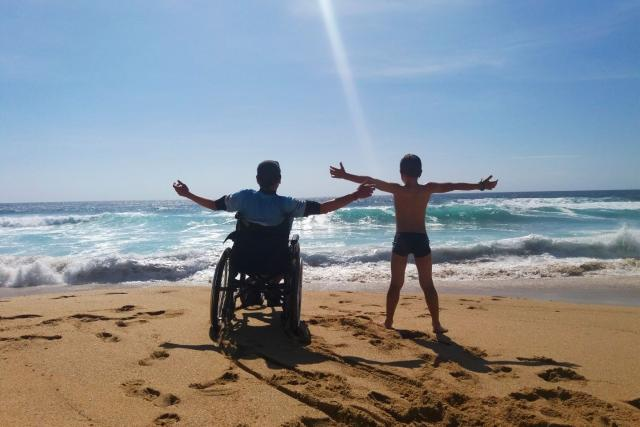 Otec a syn na konci světa (Atlantický oceán - Fisterra, pláž Mar de Fóra)