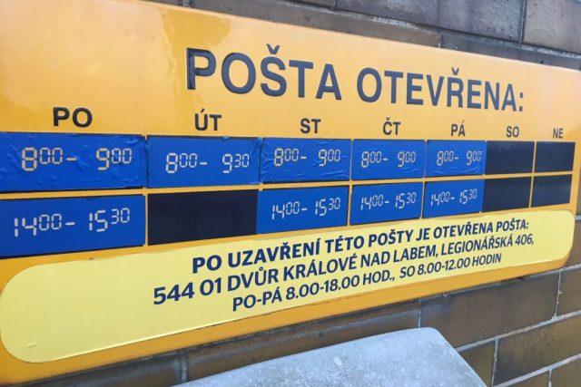 Pošta v Kocbeřích je otevřena jen hodinu dopoledne a hodinu a půl odpoledne. Lidé si stěžují | foto: Václav Plecháček,  Český rozhlas