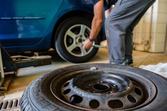 V pneuservisu se na podzim nezastaví (ilustrační foto)