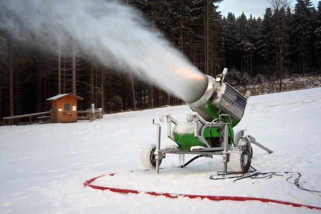 Zasněžování svahu, sněžné dělo, sněhové dělo