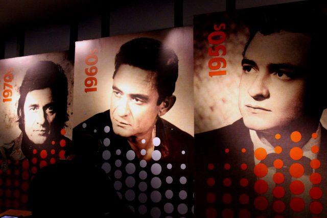 Johnny Cash (v letech 1950, 1960 a 1970)