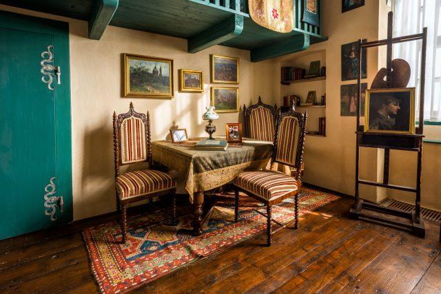 Nábytek z pražského bytu