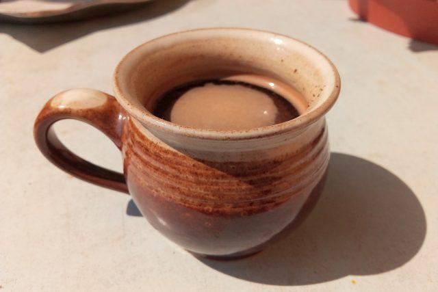 Káva v hrníčku