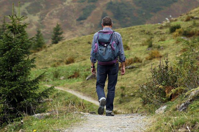 Na jednodenní výlety se doporučuje použít batoh zhruba do objemu 35 litrů, střední výlety třeba pod stan nebo pod širák na víkend si žádají objem kolem 40 až 50 litrů.
