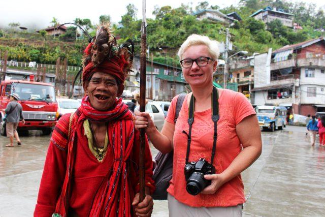 Filipíny,  ostrov Luzon,  muž vdomorodém oblečení. Fotografii uvádím slovy: Najdi pět rozdílů | foto: Ludmila Žlábková