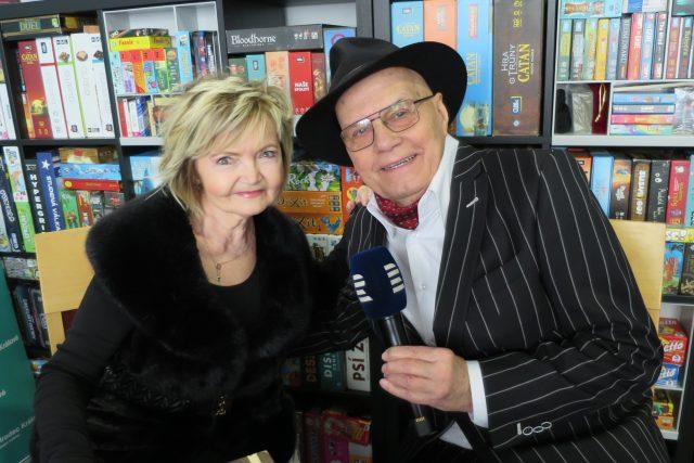 Herci Eva Hrušková a Jan Přeučil jsou hosty Lady Klokočníkové v rozhlasové kavárně