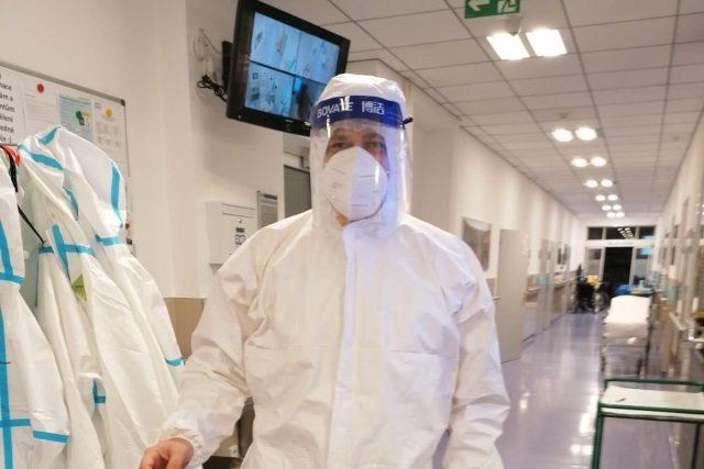 Europoslanec Tomáš Zdechovský jako dobrovolník v nemocnici | foto: Archiv Tomáše Zdechovského