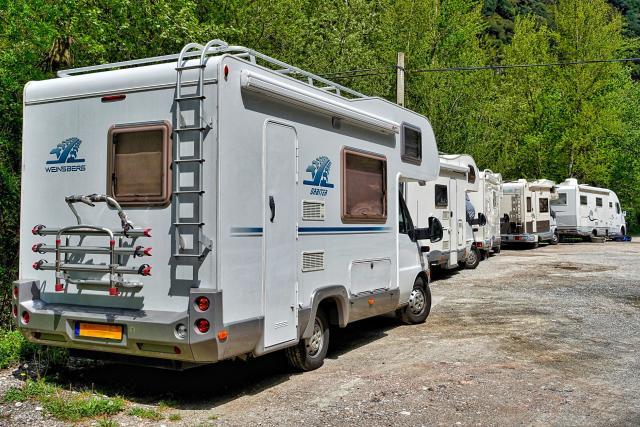 Nárůst karavanů a jejich dlouhodobé parkování. To je problém,  se kterým bojují některá krkonošská města a obce  (ilustrační foto) | foto: Fotobanka Pixabay