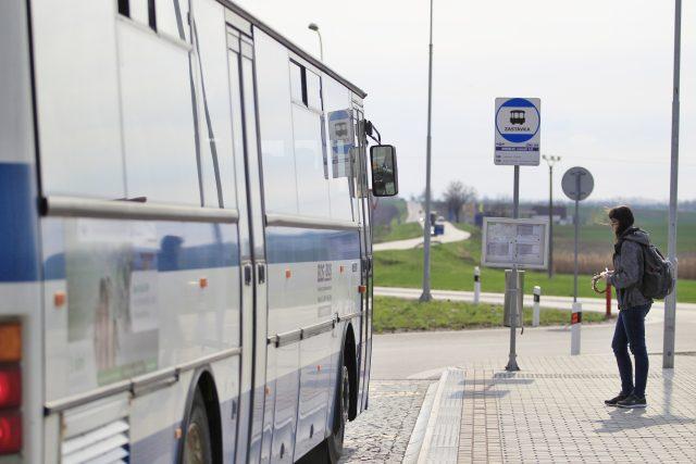 Autobusová zastávka (ilustrační foto)