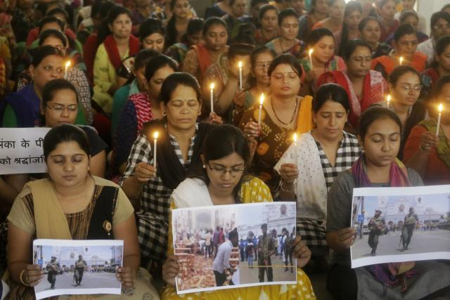 Modlitby za oběti výbuchů na Srí Lance