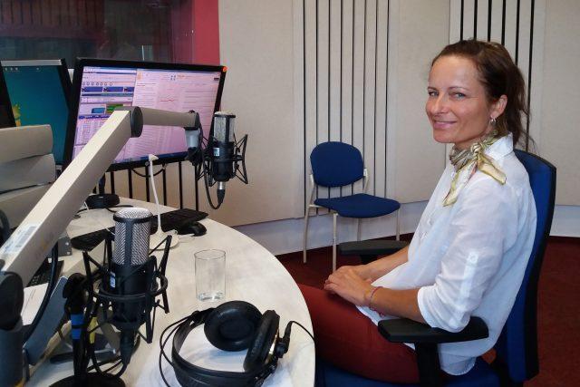 Gabriela Linhart ve studiu Českého rozhlasu Hradec Králové