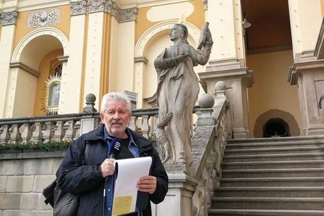 Na schodech Baziliky navštívení nejsvětější Panny Marie ve Vambeřicích