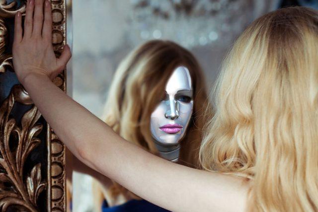 Ukazuje nám vždy zrcadlo naši pravou tvář? (ilustrační foto)