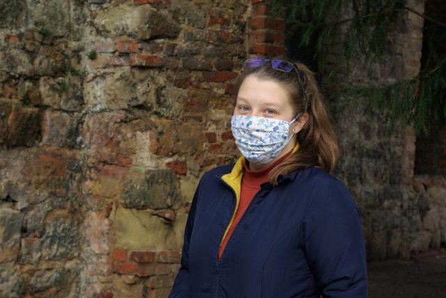 Studentka Radka Novotná pomáhá jako dobrovolnice v jičínském domově důchodců