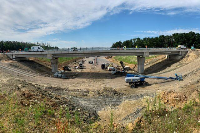 Nový most u Časů,  kde se budou křížit silnice I/36 a D35 | foto: Josef Ženatý,  Český rozhlas