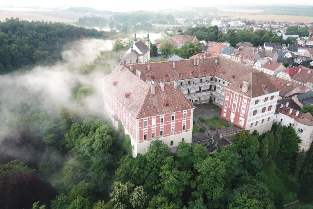 Zámek Opočno s oparem | foto: archiv zámku Opočno