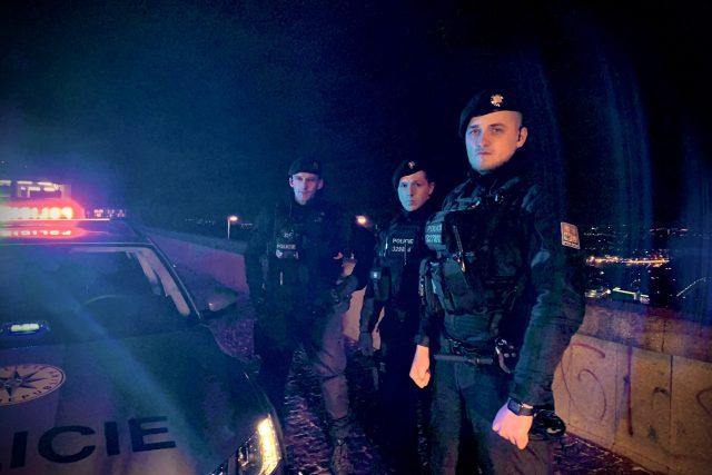 Policisté z pohotovostní motorizované jednotky jsou neustále v ulicích Prahy