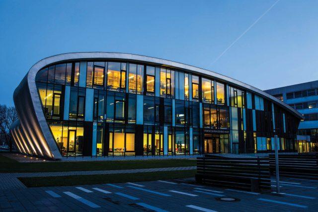 Výukové centrum Lékařské fakulty Univerzity Karlovy v Hradci Králové   foto: Lékařská fakulta Univerzity Karlovy v Hradci Králové