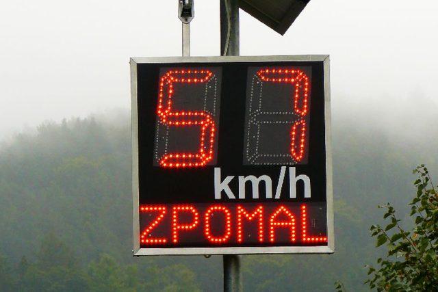 Měření rychlosti - zpomal! (ilustrační foto)