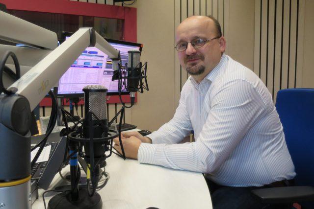 Mgr. Josef Cogan ve studiu Českého rozhlasu Hradec Králové