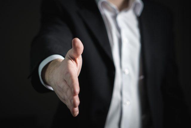 Podaná ruka (ilustrační foto)