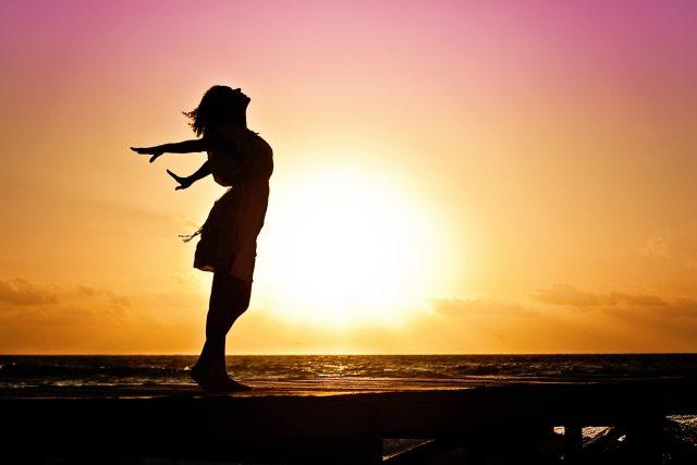 Jak získávat potřebné množství vitamínu D ze slunečního záření a neriskovat při tom své zdraví