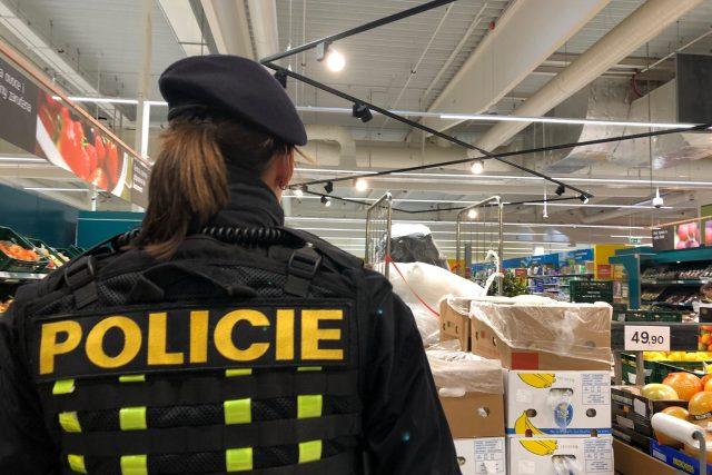 Trutnovská policie posiluje hlídky v obchodních centrech a na jejich parkovištích