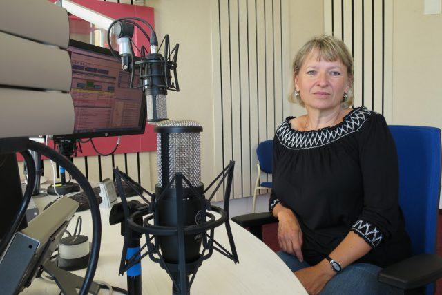 Martina Beková ve studiu Českého rozhlasu Hradec Králové