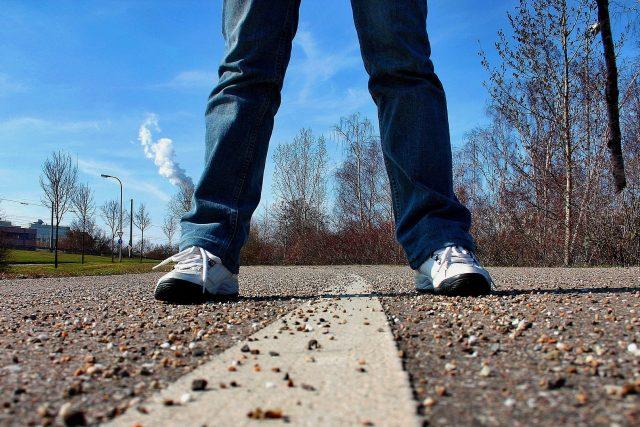 Chodník slouží lidem  (ilustrační foto) | foto: Fotobanka Pixabay