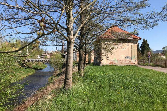 Na břehu řeky Stěnavy v Broumově vznikne nové odpočinkové místo | foto: Kateřina Ostradecká