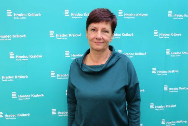 Oldřiška Mencáková ve studiu Českého rozhlasu Hradec Králové