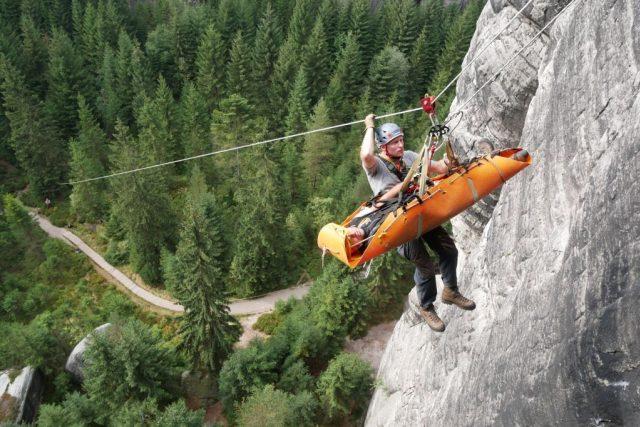 Čeští a polští hasiči cvičili společně ve skalách | foto: HZS Královéhradeckého kraje