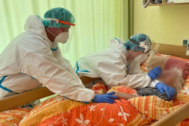 Testování klientů v domově důchodců v Černožicích na Královéhradecku