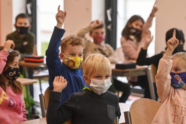 Do škol se vrátili žáci prvních a druhých ročníků základních škol