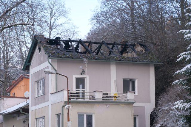 Přes 400 tisíc korun už lidé věnovali mladé rodině, která přišla ve Dvoře Králové nad Labem po požáru o střechu nad hlavou