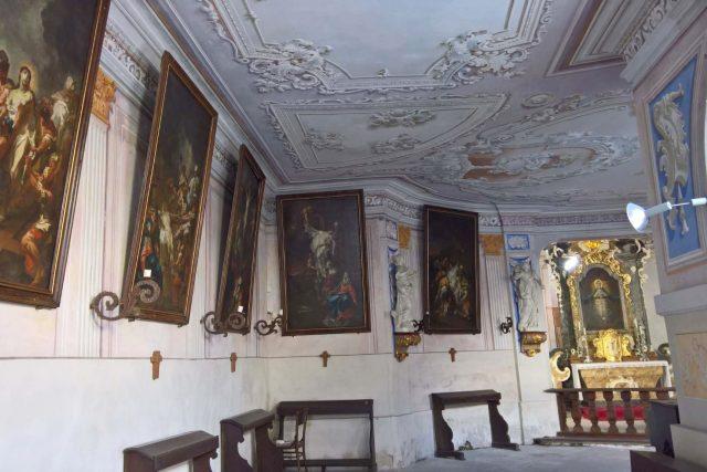 Křížová cesta od vídeňského malíře Jana Václava Bergla, původem ze Dvora Králové nad Labem