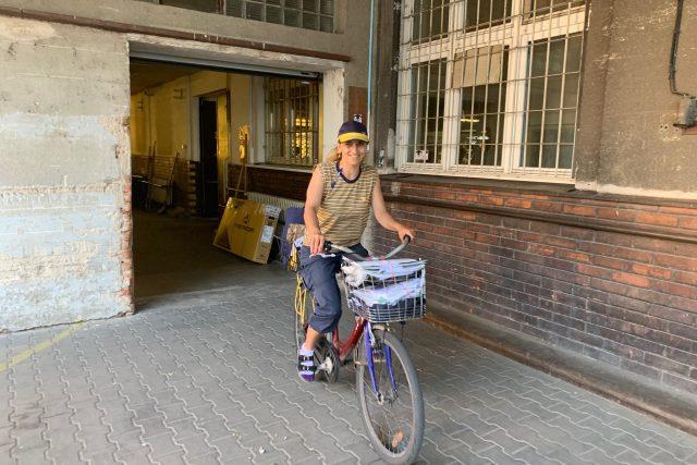 Česká pošta má stále asi 600 listonošů na bicyklech