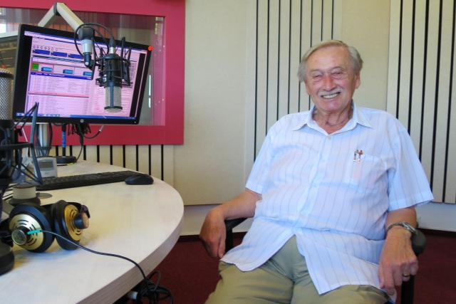MUDr. Miloslav Pleskač ve studiu Českého rozhlasu Hradec Králové