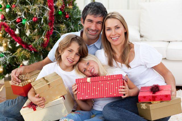 Vánoce, rodina, dárky, Štědrý den. Ilustrační foto