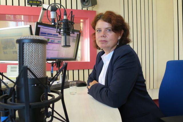 Stanislava Kliegrová ve studiu Českého rozhlasu Hradec Králové