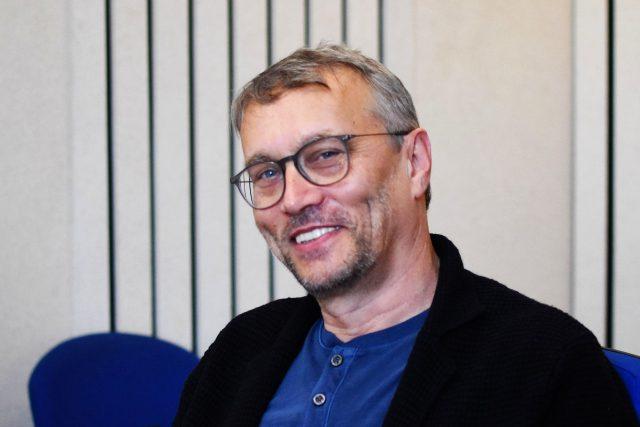 Martin Dvořák ve studiu Českého rozhlasu Hradec Králové