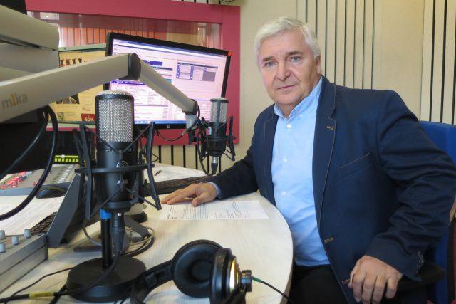 Ing. Miroslav Uchytil ve studiu Českého rozhlasu Hradec Králové
