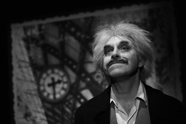 Miroslav Táborský v roli Alberta Einsteina | foto: Divadlo v Řeznické