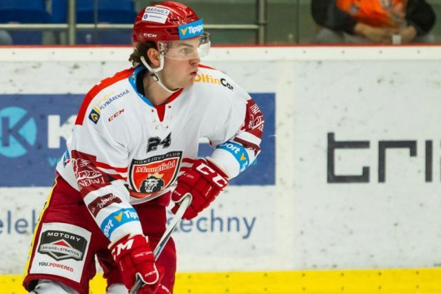 Hokejista Petr Zámorský v dresu klubu Mountfield HK, a.s.
