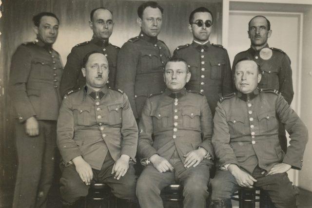 Příslušníci četnické pátrací stanice v Hradci Králové v roce 1937   foto: archiv plk. JUDr. Michala Dlouhého,  PhD.